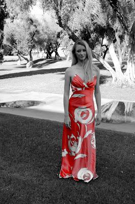 liz hawkenson en vestido rojo