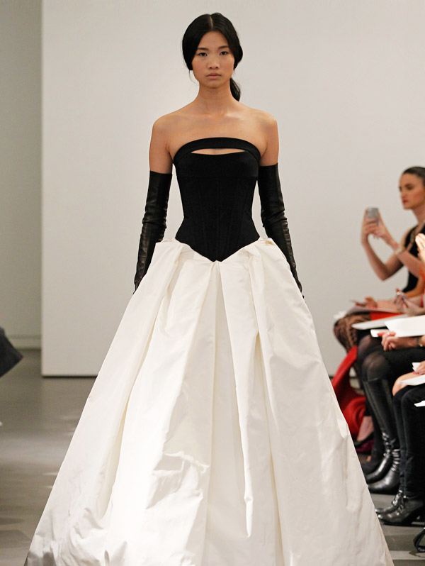 Cheap wedding gowns online blog black white vera wang for Cheap vera wang wedding dress