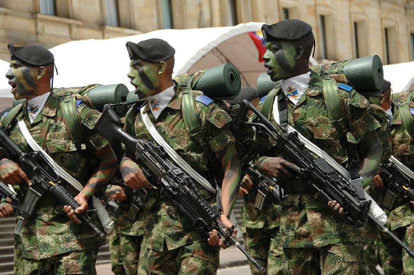 Armée Colombienne / Military Forces of Colombia / Fuerzas Militares de Colombia - Page 3 DESFILE+DIA+DE+LA+INDEPENDENCIA+COLOMBIA+EJERCITO+POLICIA+FUERZA+AEREA+ARMADA+3