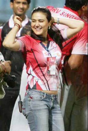 preity zinta hot sexy pics photos exposing big boobs dlf ipl