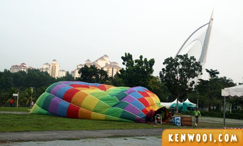 putrajaya hot air balloon preparation