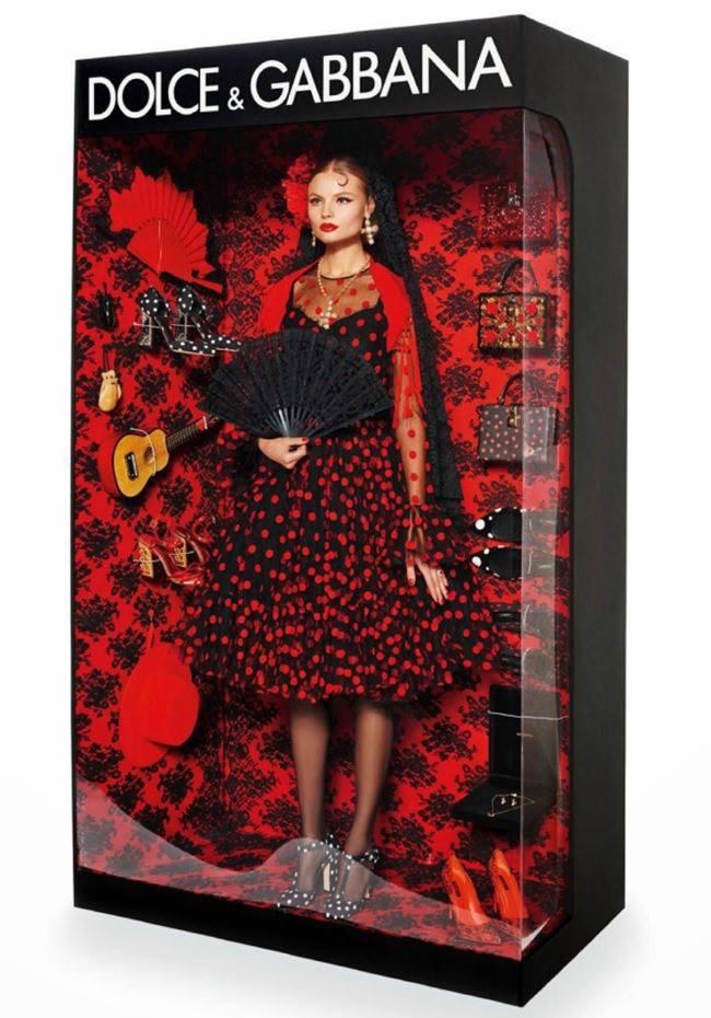 Modelos_hacen_homenaje_a_Barbie_The_Pink_Graff_02