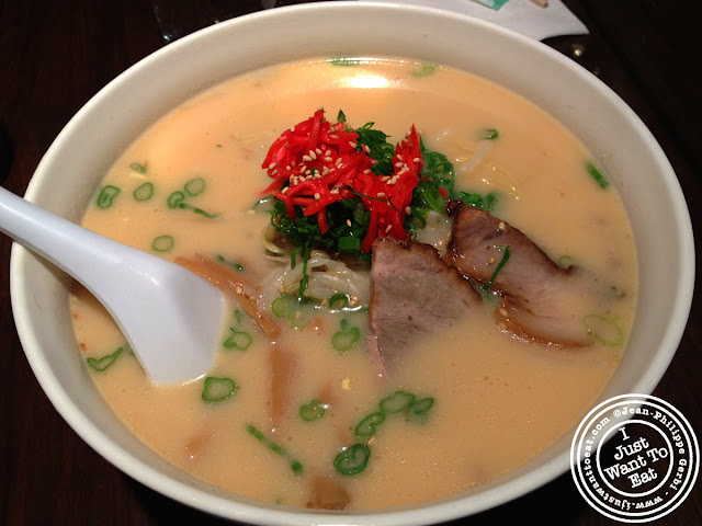 Image of Hakata ramen at Men Kui Te in Midtown Manhattan, NYC, New York