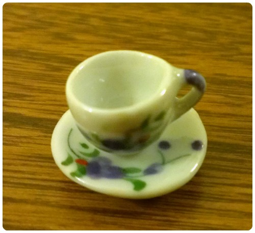 craftypainter: tea cup charm