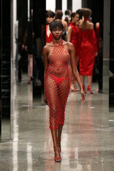 Trong khuôn khổ của New Zealand Fashion Week 2015 vừa diễn ra, nhà thiết kế Sean Kelly giới thiệu bộ sưu tập dành cho Xuân Hè 2016.