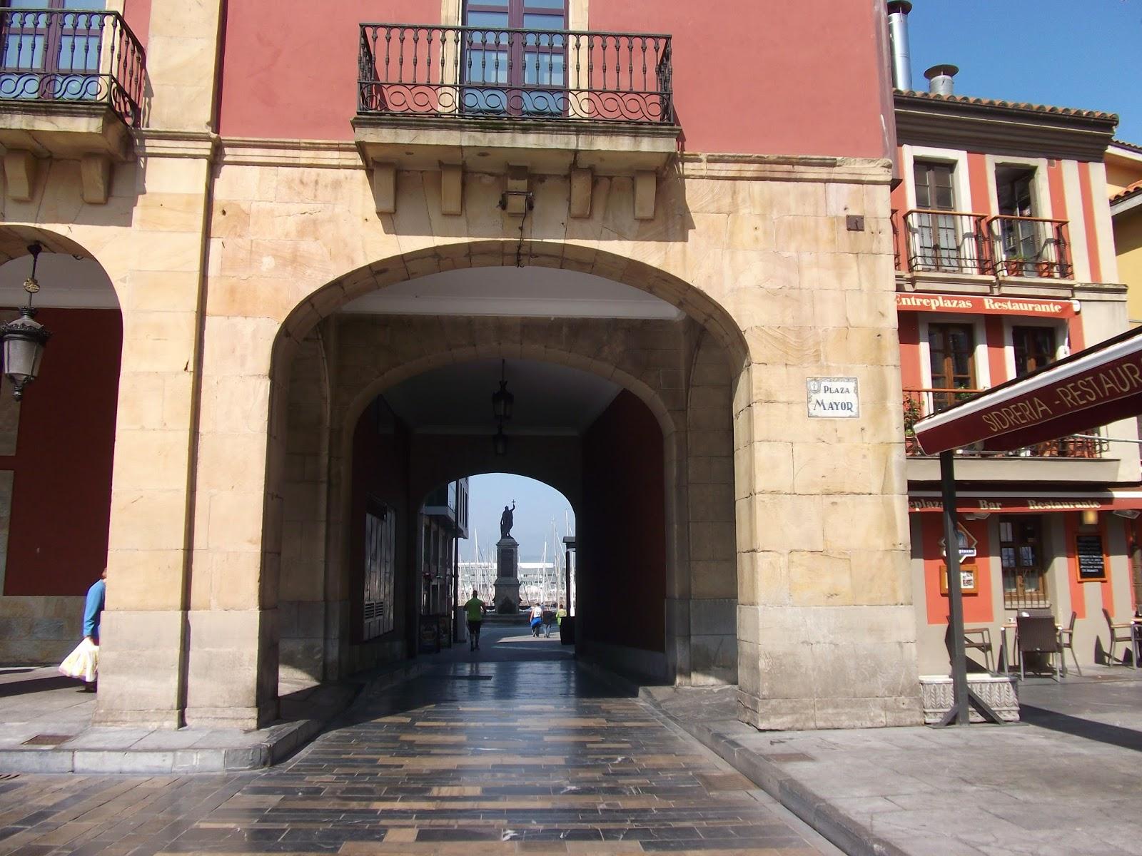 plaza mayor ayuntamiento gijon