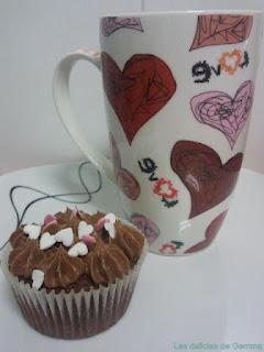 Cupcake corazones con taza a juego