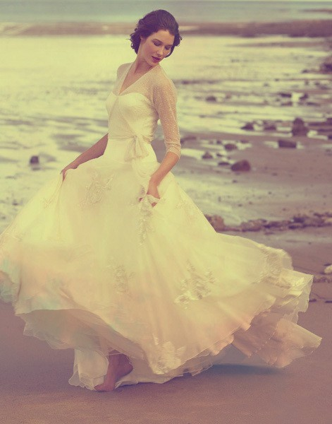 How do i love thee bliss breathtakingly beautiful gowns for Gorgeous beach wedding dresses