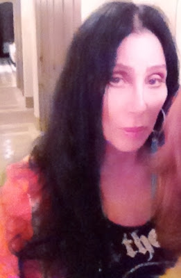 living legend Cher knows how to 'work' the cameras