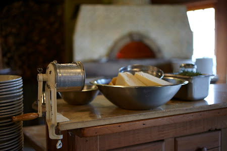 Cafe Reyes Woodburning Pizza Oven
