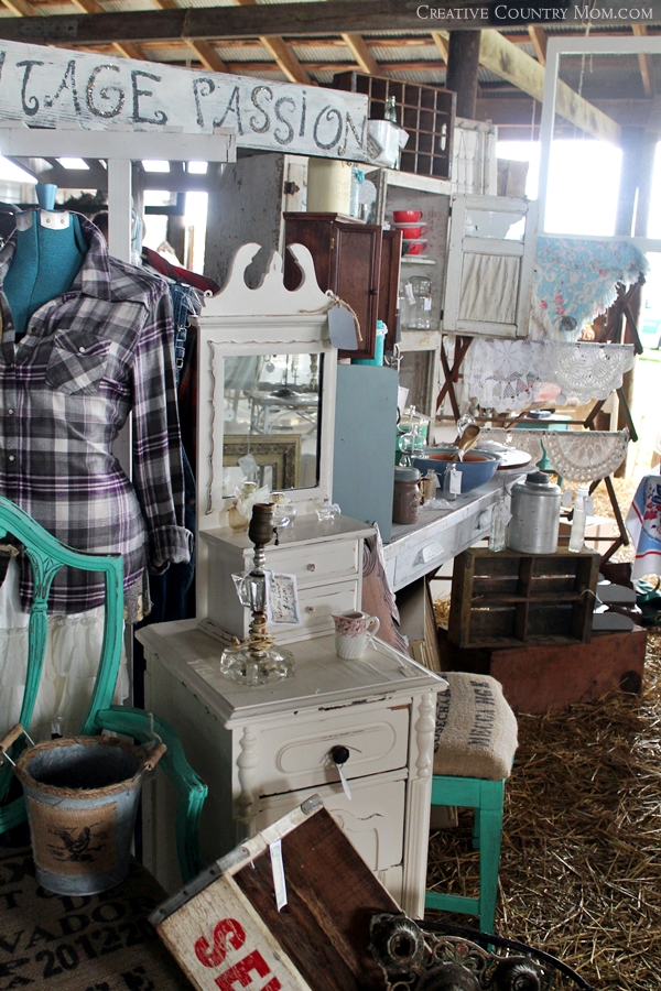 Creative Country Mom: My Trip To Chandelier Barn Market