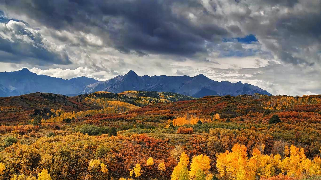 Dallas Divide near Ridgway, Colorado (© Stephanie Coffman/TandemStock) 38