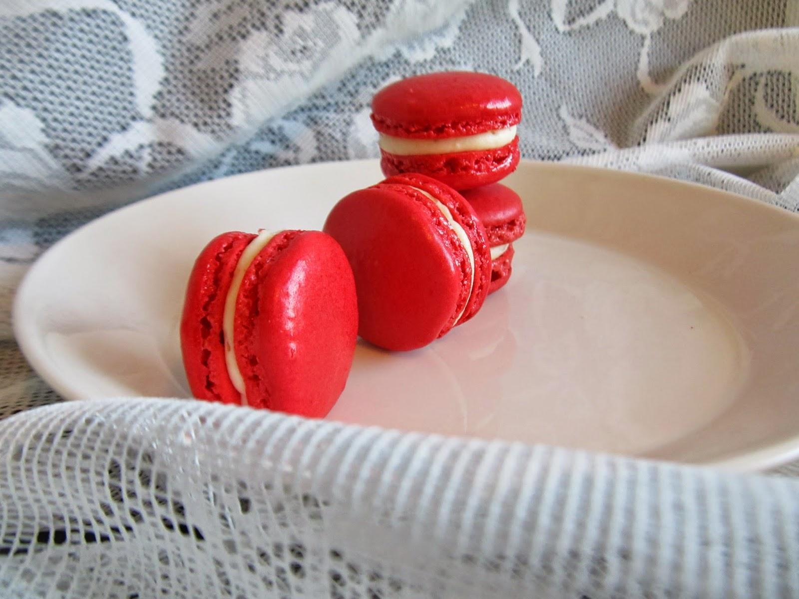 Punaiset macaron leivokset