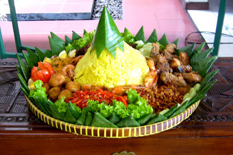 Nasi Kuning Khas Indonesia