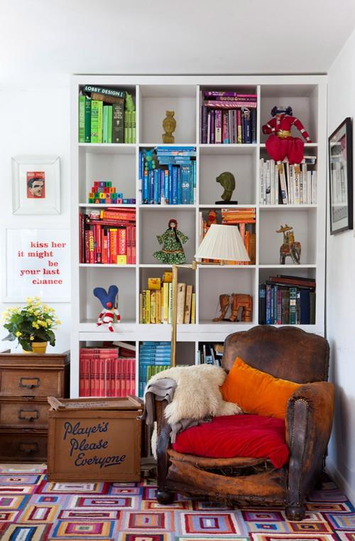 angenuity: Organization: Color code your bookshelf