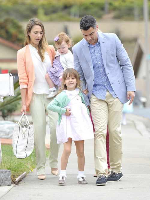 Jessica alba estilo streetstyle pastel familia