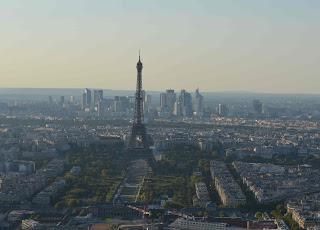 Der Eiffelturm vom Turm Montparnasse