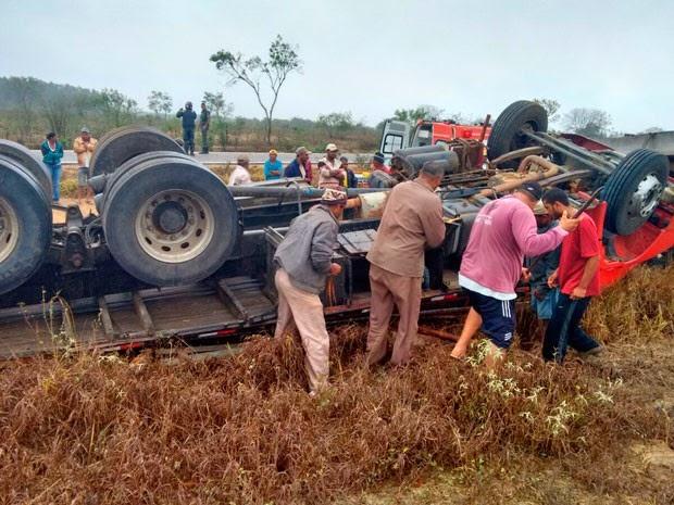Duas pessoas morrem em tombamento na BA-623, sudoeste da Bahia (Foto: Belo Campo Notícias)