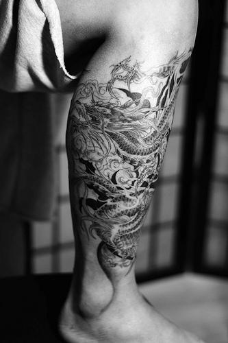 Tattoo design ideas for men dragon tattoo design on leg for Dragon tattoos on thigh