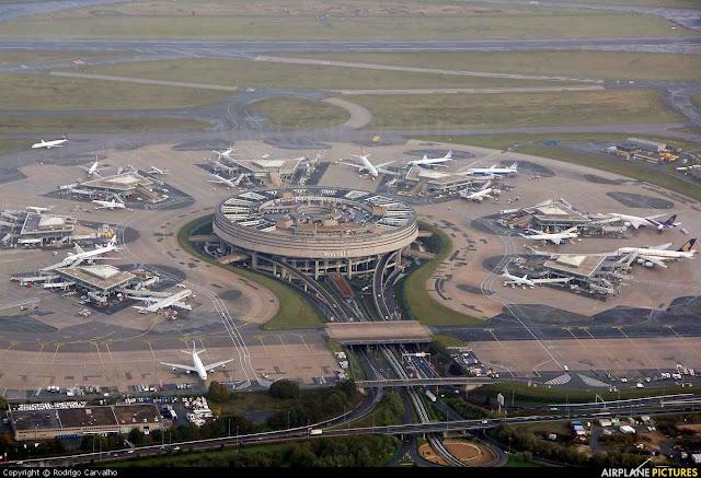 Η διάρκεια των απευθείας πτήσεων από το αεροδρόμιο της Αθήνας προς το αεροδρόμιο του Παρισιού που θα επιλέξετε είναι 3 ώρες και 15 λεπτά.