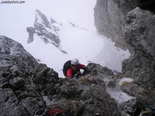Escaladas en Ubiña con guias de montaña , Fernando Calvo ,guia de montaña