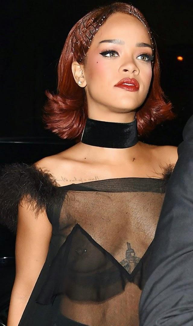 Rihanna sale a las calles con las tetas al aire