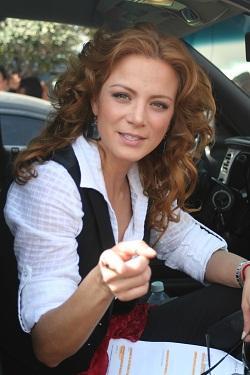 Silvia Navarro dentro de su carro