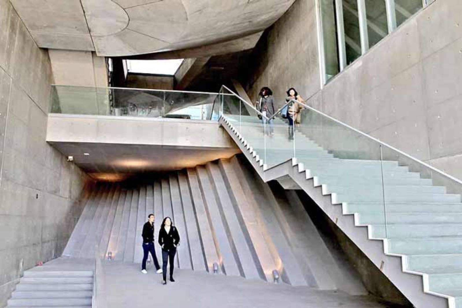 http://2.bp.blogspot.com/-tEP3maOFQjg/UX012e92qHI/AAAAAAAAfc4/qVei_KZMrRk/s1600/Centro+Roberto+Garza+Sada+by+Tadao+Ando13.jpg