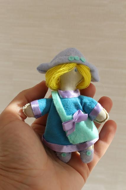 куколка, брелок