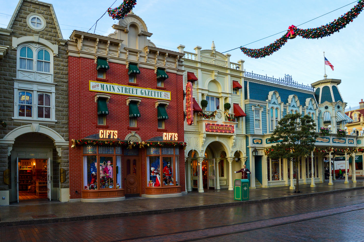 Disney s vision of copyright and the decline of disneyland for Parisian christmas decorations home