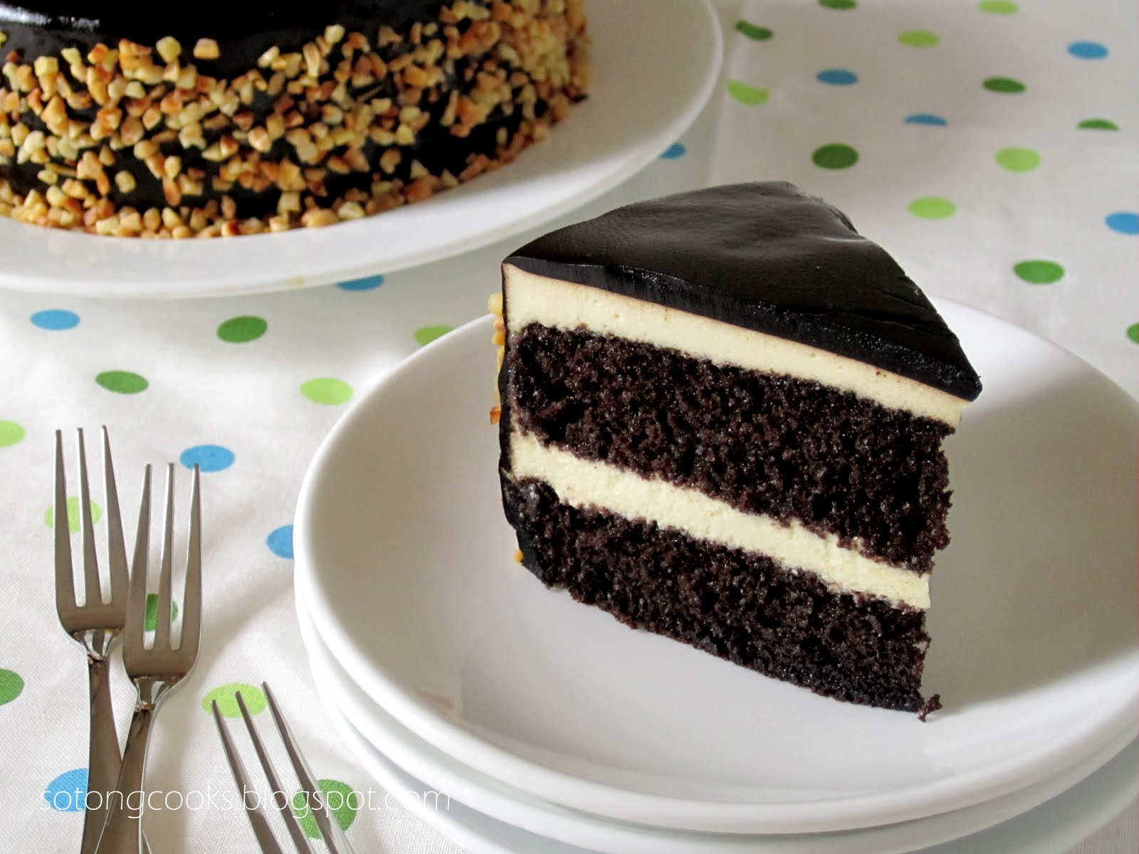 Sotong Cooks - Cooking it my way!: Black & White Mousse Cake