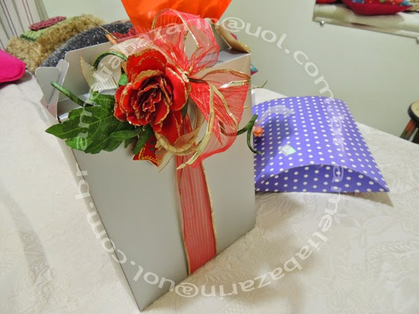 embalagem para presente com flor