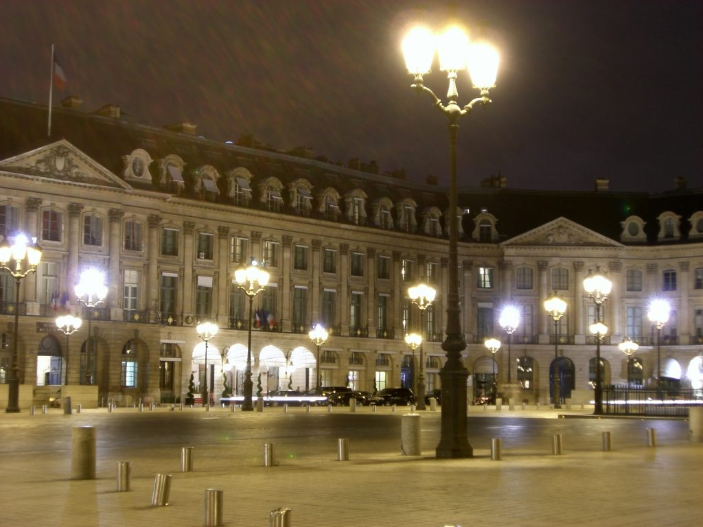 PARIS LE GRAND LOUVRE  Beautiful places of Barcelona and Catalonia