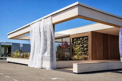 Diseño de fachada de casa funciona con energía solar