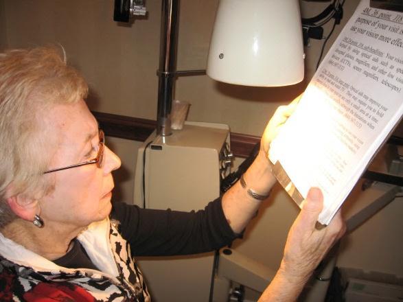 best reading lights for macular degeneration. Black Bedroom Furniture Sets. Home Design Ideas