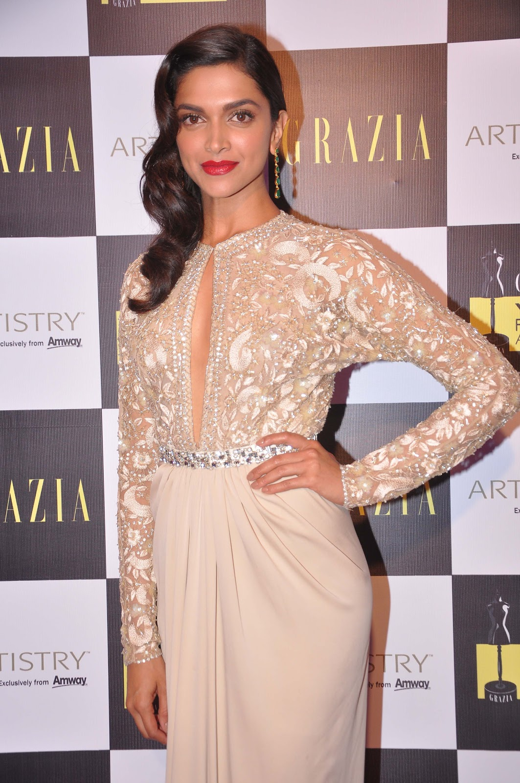 Deepika Padukone and Diana Penty Dazzle At Grazia Young Fashion Awards 2013