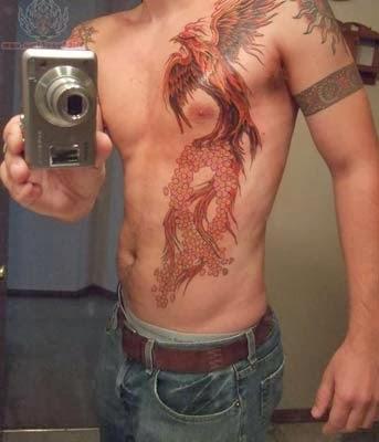 barriga masculina tatuada