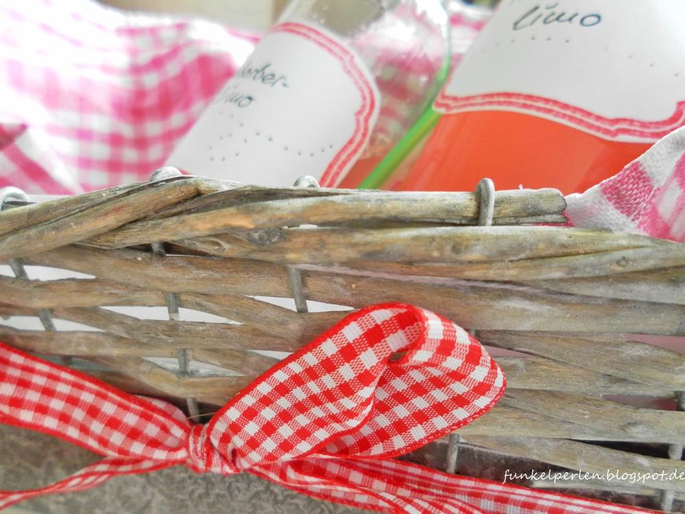 Ruck-Zuck-Rhabarber-Limo: schnell gemacht & ein schönes Geschenk zum Picknick // funkelperlen.blogspot.de