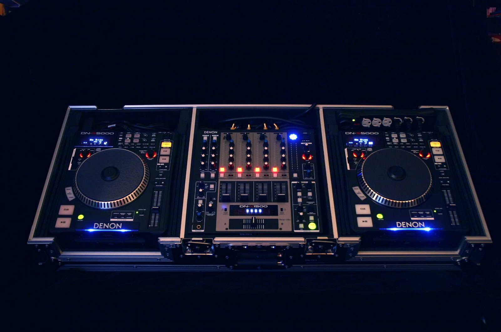 http://2.bp.blogspot.com/-tFZBSTHzBek/Tci6rmozUnI/AAAAAAAAACc/qxOAReYDZMs/s1600/Denon+Pro+DJ+System+1.jpg