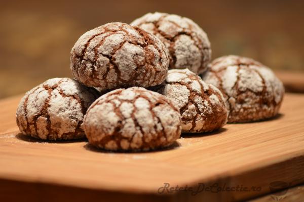 biscuiti albi ciocolata neagra