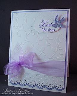 Invitación blanca con morado para boda