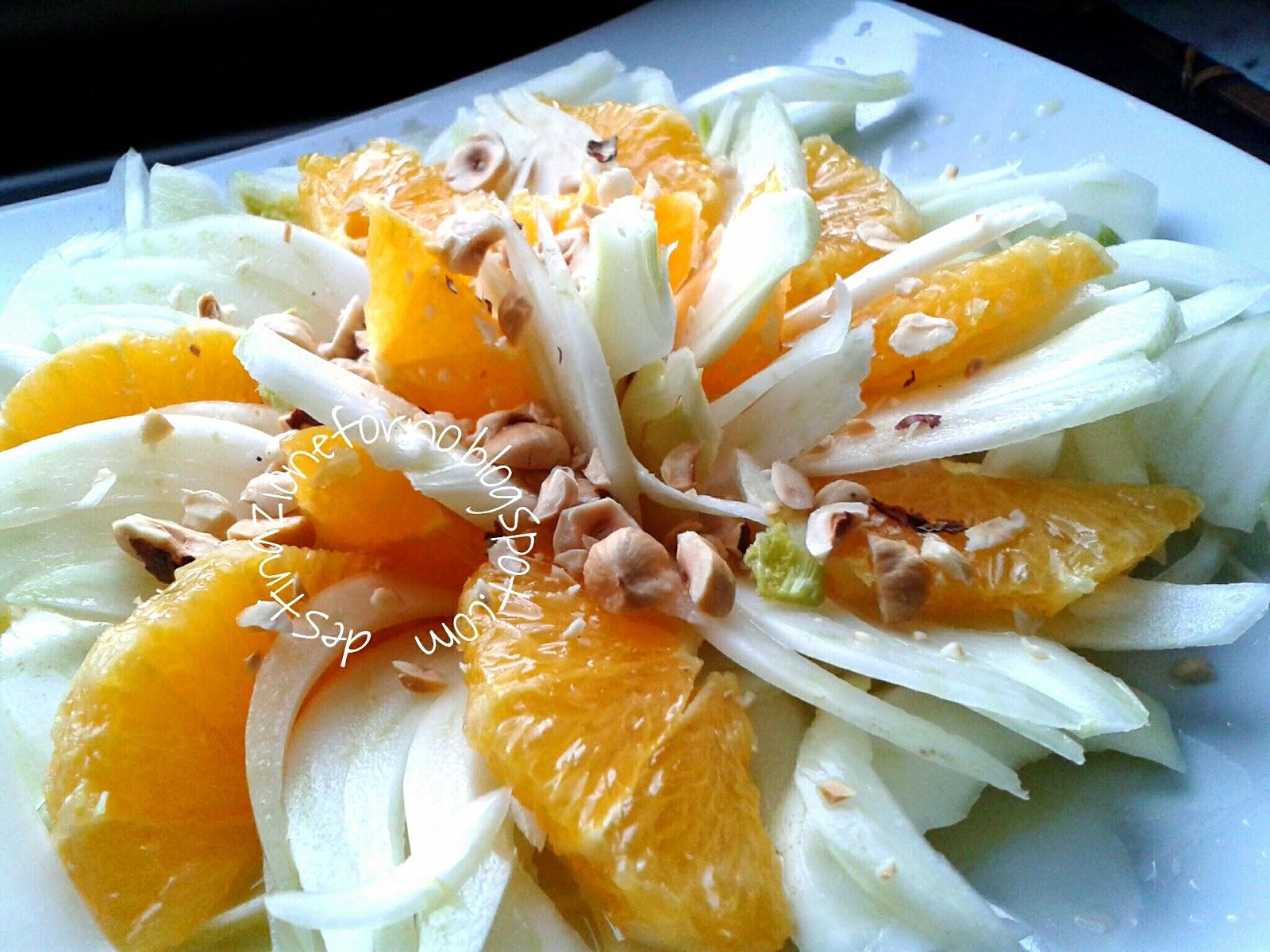 insalata di arance e finocchi con granella di nocciole