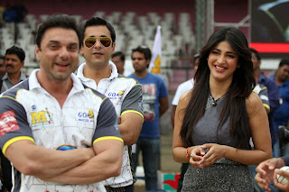 Shruti Han Latest Pictures at CCL4 Cricket Match (4).JPG