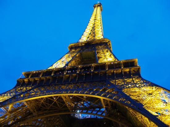 Menara Eifel Maskot Kota Paris di Perancis (Ikang Fawzi & Marissa Haque)
