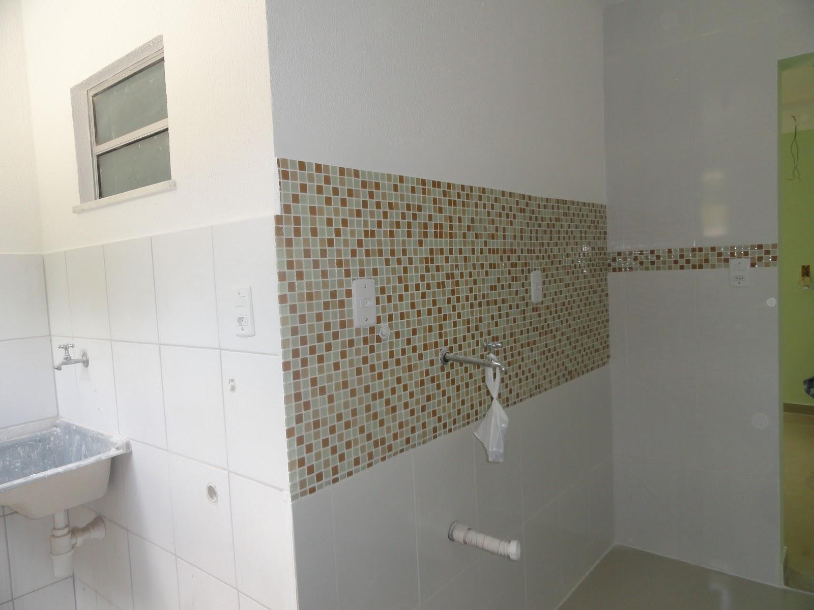BANHEIRO SÓ ESPERANDO: CHOVEIRO ILUMINAÇÃO VASO PIA E BOX #5D4C34 1600x1200 Banheiro Container Bahia