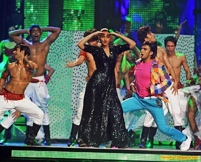 Sonakshi Sinha performs at the IIFA Awards night in Toronto_FilmyFun.blogspot.com