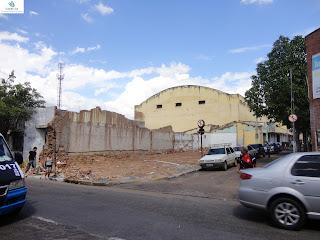 Demolição na Rua Pe. Cícero.