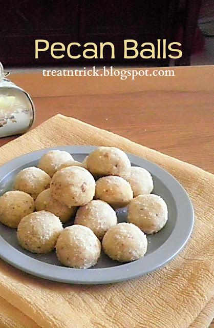 Pecan Balls Recipe @ http://treatntrick.blogspot.com