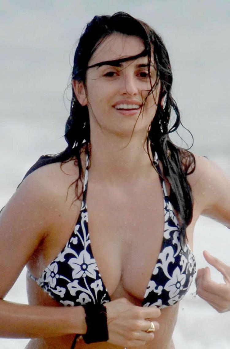 penélope cruz naked