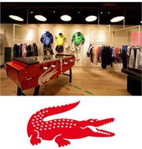 71e41bf3d3a1a Já com mais de 40 lojas espalhadas pelo mundo, em 2012 a marca inaugurou a  1ª unidade no Brasil da LACOSTE L!VE, localizada no Shopping JK Iguatemi,  ...